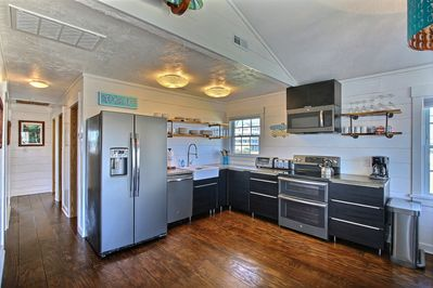 Open kitchen, new appliances, lots of space