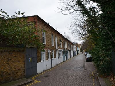 Photo for Cosy Two Bedroom Apartment Great Location Cental London Only 10 Mins Away