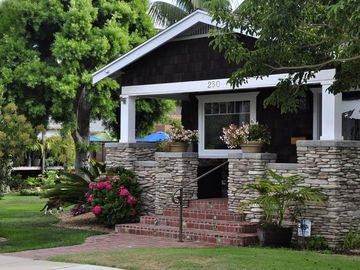 Vintage Bungalow - 1 Block to Beach Acesss