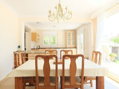 Villa Preciosa - Spacious and private dining room with views of the gardens and swimming pool