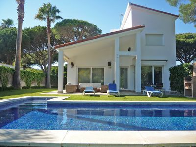 Photo for Magnificent villa in urb. Roche with private pool 500 m. from the beach, Wifi.
