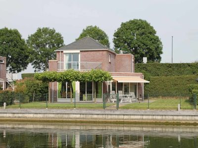 Photo for A panorama of water and nature at this comfortable dyke house!