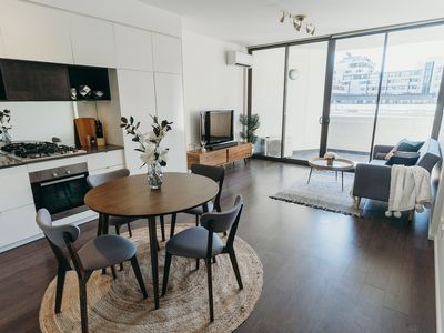 Photo for Convenient & Cozy 1BR next to Mall. 10 min to Sydney City & Airport. FREE WIFI