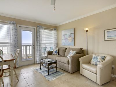 Popular beach Suite 2318 with Eastern Gulf Horizon View