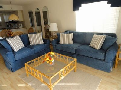 Well Maintained, Light Bright and Comfortable Livingroom
