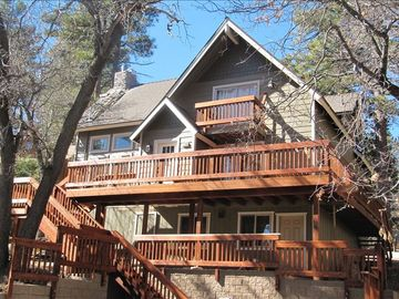 Newly Renovated Cabin  **Walk to Bear Mountain Resort**