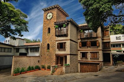 Casa Del Reloj - Best Location in Medellin. El Poblado