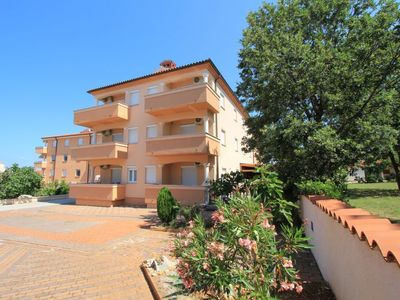 Photo for One bedroom Apartment, sleeps 4 in Medulin with Air Con and WiFi