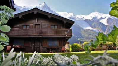 Photo for Beautiful charming chalet, 5 stars, 2 steps from downtown