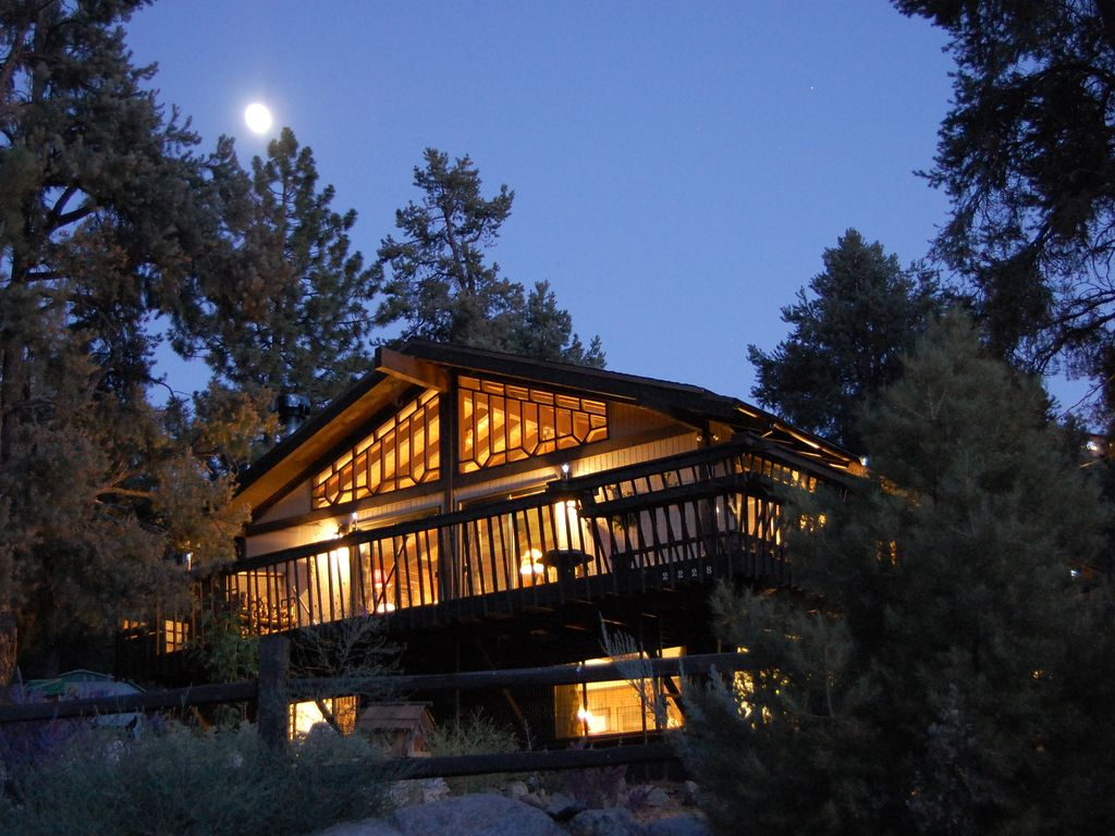 the cabins pine in lodge kind rentals club moonlight a mountain rental pines one rocky cabin of top aglow