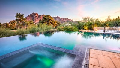 Photo for Amazing Views of Camelback, Modern Luxury, infinity pool, close to Old Town
