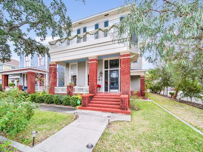 NEW LISTING! Centrally located historic guest house w/ full kitchen and shared y