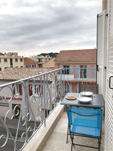 Photo for Superb T2 nine in the heart of Sanary, all on foot, terrace / air conditioning / wifi