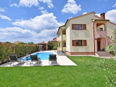 Photo for 5 bedrooms, 4 bathrooms, garden, barbecue, Internet Wi-fi, parking