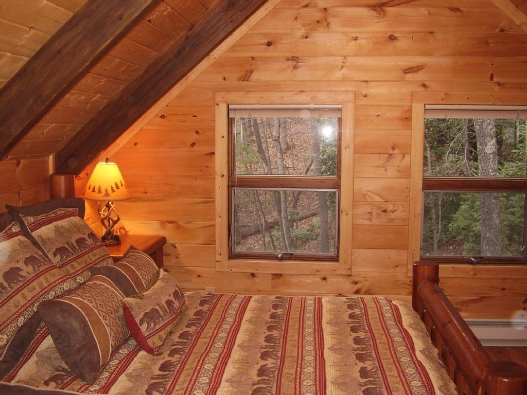 Beautiful log cabin secluded in the mountains of blowing for Log cabin blue mountains
