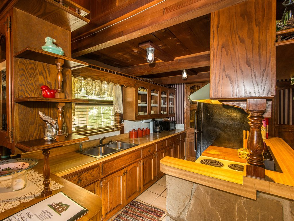 Property Image#4 Redwood Cabin In Beautiful Brown County, Indiana