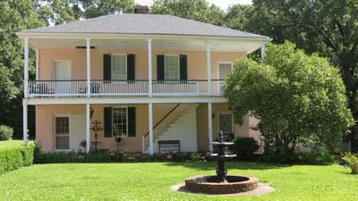 Great for a family or girlfriends getaway! 10 minutes from downtown Natchez