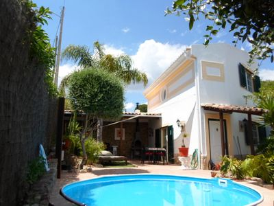 Photo for Charming house in central Algarve in quiet highland, only 18 km to airport
