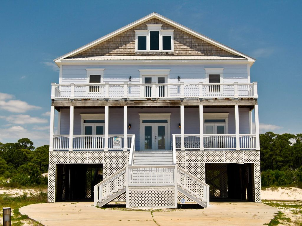 Large 3 story house in beachside neighborh homeaway for 4 story beach house plans