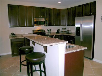 Kitchen w/granite counterops, stainless steel appliances and recessed lighting