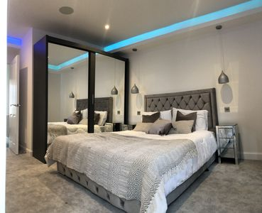 Photo for Luxury  2 bedroom apartment in Colindale,London