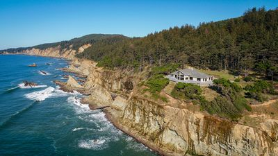 Photo for 72 Private acres on the Pacific. Sleeps 18. Golf/Weddings/Reunions. Wow!