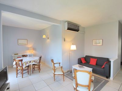 Photo for Apartment Avignon Historic center Air conditioning / Parking / 2 Bedrooms