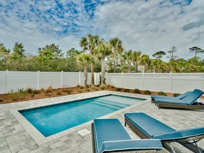 Photo for Private Pool! Gulf Views! Short Walk to The Beach! Ping Pong Table!