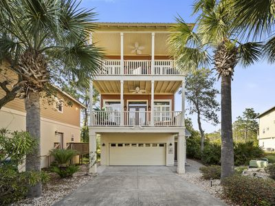1 Block from Beach!! Plush Family-Friendly House! Outdoor Patio!