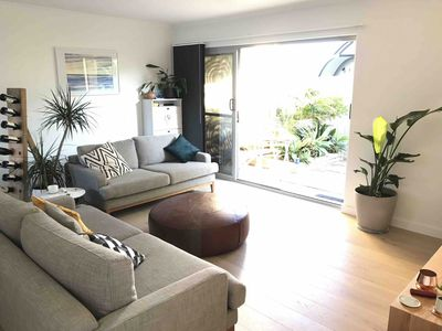 Photo for Modern & sunny 2 bedroom Queenscliff apartment