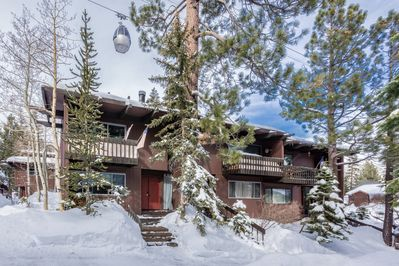 Stylish renovated and clean condo. 5 minutes walk from the Village and gondola