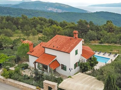 Photo for This 4-bedroom villa for up to 10 guests is located in Labin and has a private swimming pool, air-co