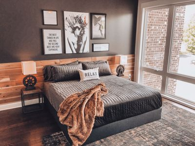 DREAMY TOWNHOME ★ LARGE GROUPS ★ MINS TO BROADWAY