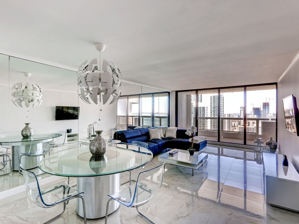 Your ultimate oasis awaits in this contemporary Miami vacation rental condo. Elegant 1BR Downtown Miami Condo w Private      HomeAway Downtown