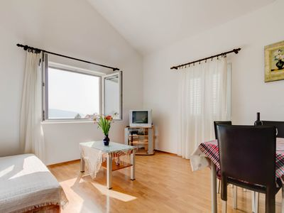 Apartment no.3 with a Sea View for 5 persons in Donja Lastva