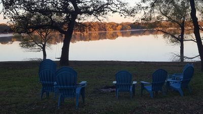 Hidden gem Lake front Lake Lewisville covered in  oak trees.  Pet friendly