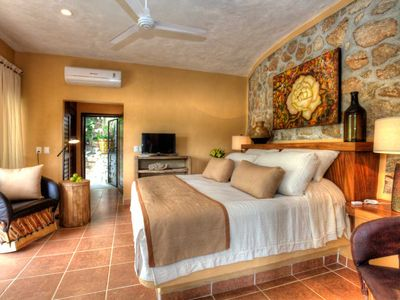 Photo for (EP) King Beachfront Studio w/views. Private side Terrace w/ Jacuzzi, Walk to Dine