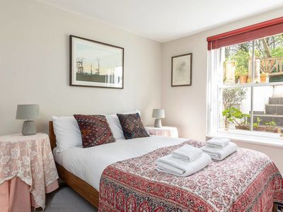 Photo for Pretty flat near Kings Cross and Islington (for 4)