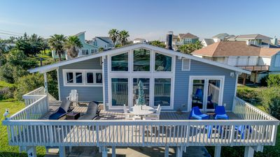 Listen to the waves off the deck.Short walk to the beach. Nearby Attractions!