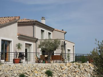 BED AND BREAKFAST air conditioning in large contemporary house   - LES TERRASSES DE BERG