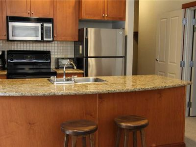 Photo for On-mountain condo with kitchen, outdoor pool, hot tubs & BBQ access, 5min walk to ski lifts: T531A