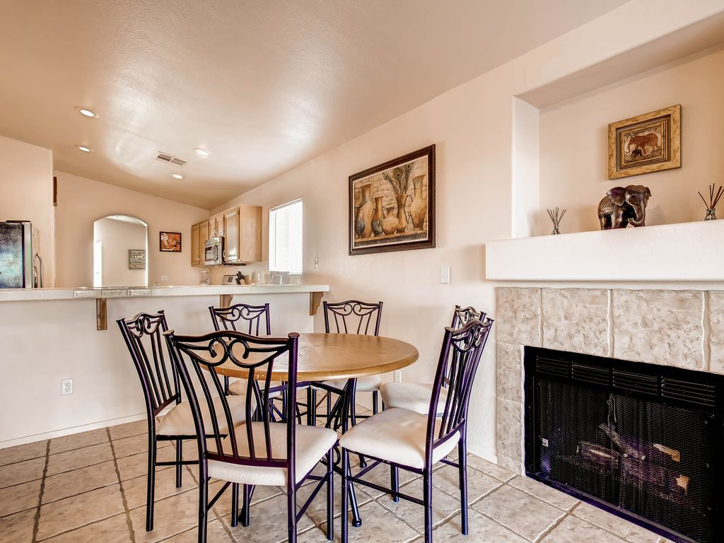 Cozy Desert Retreat in Southeast Vegas 14 Miles From The Strip!