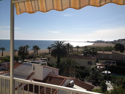 Photo for Beachfront apartment, great views