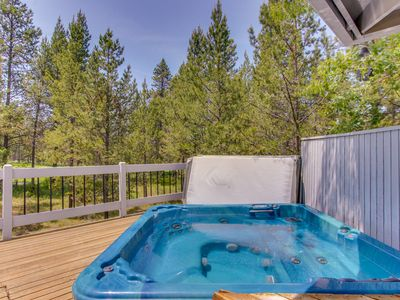 Photo for Modern home w/ gas fireplace, large deck & private hot tub - SHARC passes!