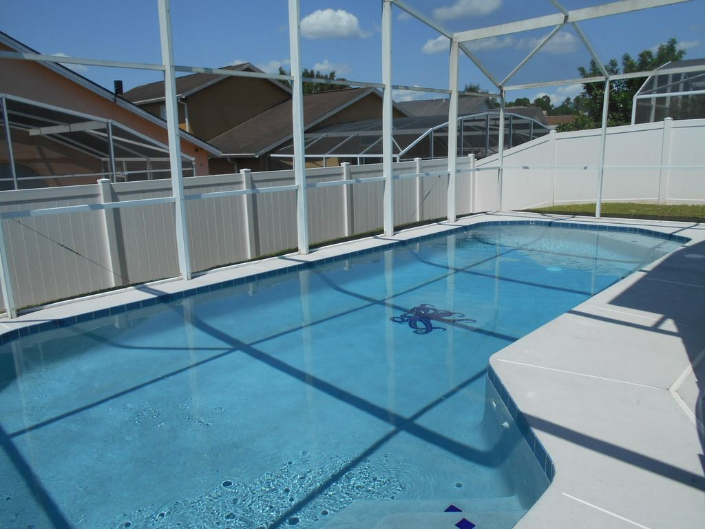 Large 3 Bed - 2 Bath home with heated pool - 5 miles from Disney