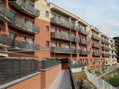 Photo for Spacious apartment close to shops, ideal for families.