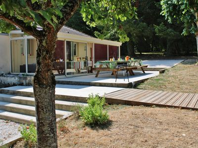 Photo for The basserie 10 people, private pool, quiet, wooded