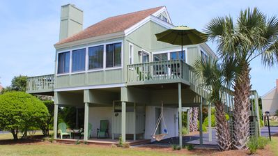 Photo for Beautifully renovated Sealoft Villa! Close to the Beach! Great Marsh Views!
