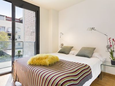 Photo for 3 bedrooms 6 pax in Sant Gervasi with Terrace near the Teknon - Free WiFi