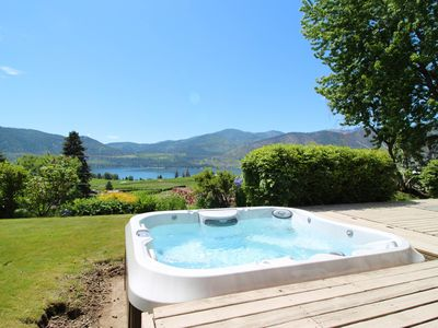 Photo for Peaceful home w/ hot tub & lake views-great location near wineries